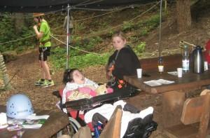 Amy im Kletterpark