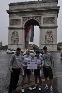 Arc de Triomphe - Regen, Ampeln und Verkehr...
