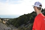 Adrian Szary blickt von einer Zwischenstation des Mt Ventoux ins Tal.