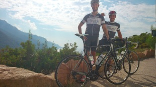 Übergabe an das nächste Team bei km 75: Adrian und Marcel in Porto