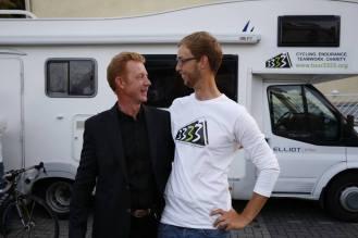 Wiedersehen nach vier Wochen. Adrian und dessen Vater (Quelle: https://www.facebook.com/montabaur.erleben)