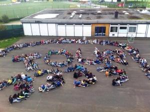 Schüler der Theodor-Heuss-Realschule Wirges. Ein Gruß an Tour 3333! Super Aktion, die uns in Frankreich nochmals gepusht hat!