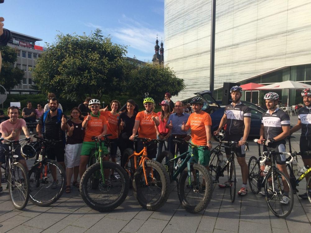 Superhelden-und-Unterstützer_Zentralplatz-Koblenz_Fatbike-Tour